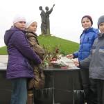 08 Під час екскурсії до меморіалів