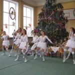 01 Новорічне свято учнів початкової школи
