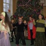 08 Новорічне свято учнів середньої школи