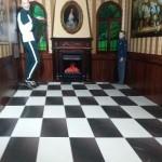21 у Музеї фото ілюзій